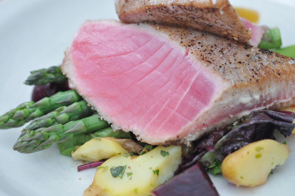 Fish with asparagus and other vegetables